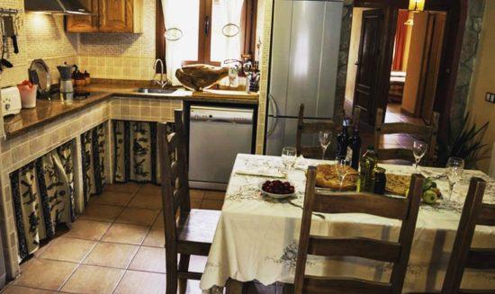 Mesa en Casa Rural Arroal Sotoserrano
